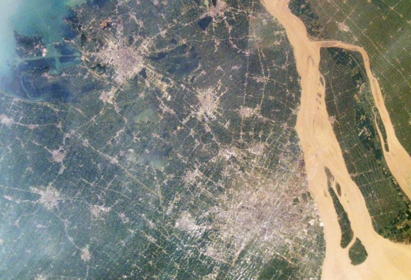 Szanghaj widziany z kosmosu w 2002 roku (NASA)