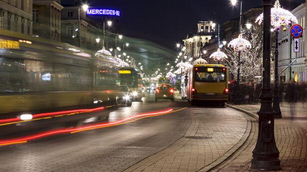 Na Krakowskim Przedmieściu priorytet mają mieć autobusy Shutterstock