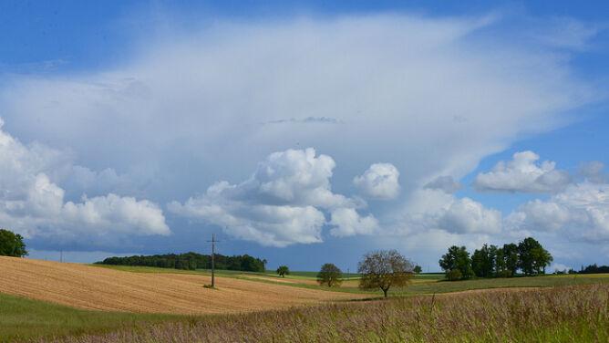 Prognoza pogody na dziś: z południa nadciągną chmury burzowe