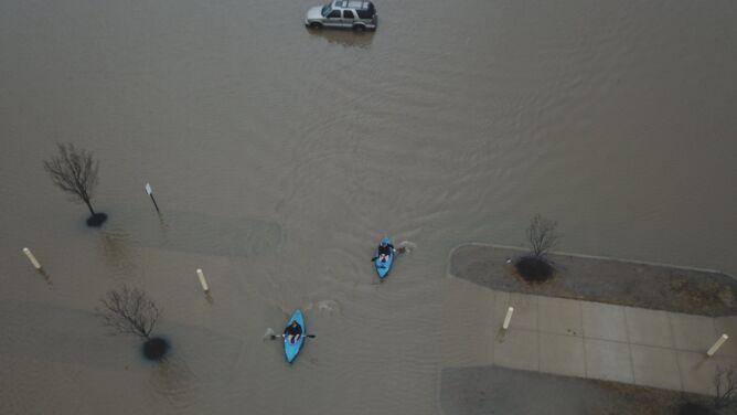 Powodzie, jakich nie widzieli od dziesiątków lat. Część USA pod wodą